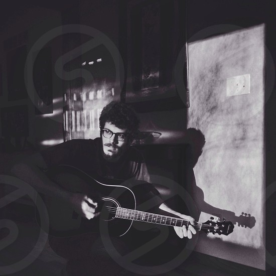 black acoustic guitar photo