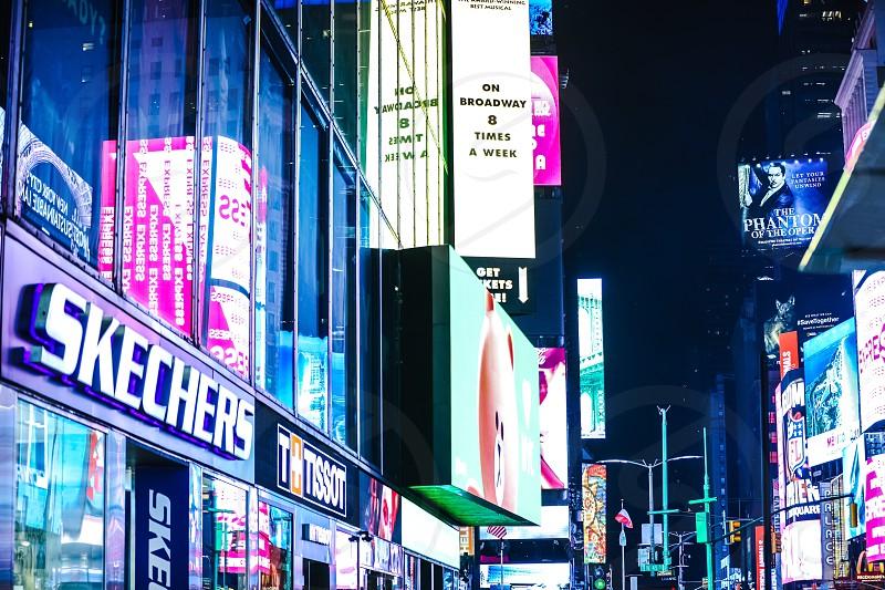 nightscreeneveningfamouslandmarktimes squarenycnew yorkcitymetropolisbusystreetcarcrowdedbuildingbuildingslandscapesignssigntrafficusaiconiciconstorestores photo
