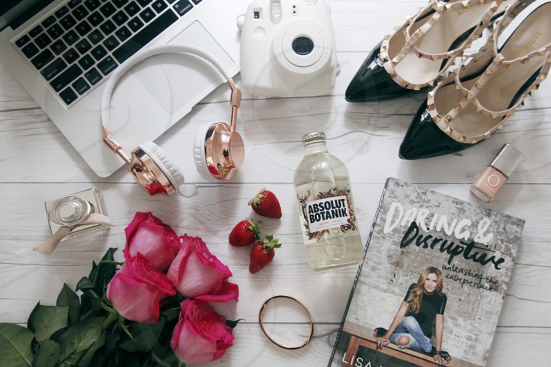 flatlay lifestyle blogger desktop roses shoes photo