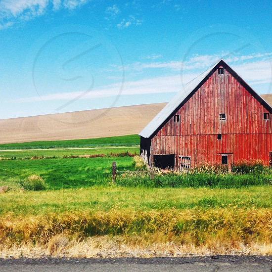 gray roofed barn house on green grass photo