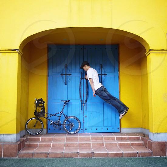 man in blue denim jeans photo