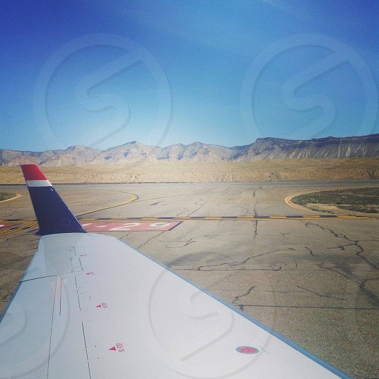 side view photo of white red and blue plane's winglet photo