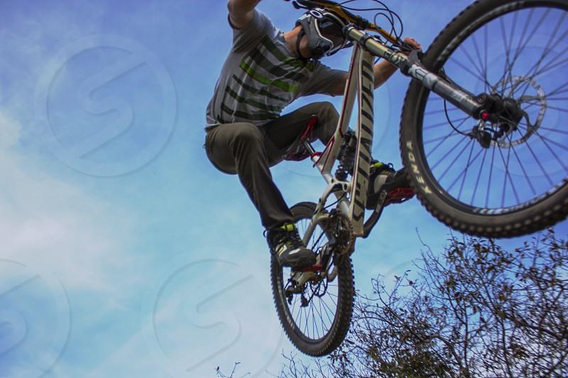 man riding a white mountainbike photo