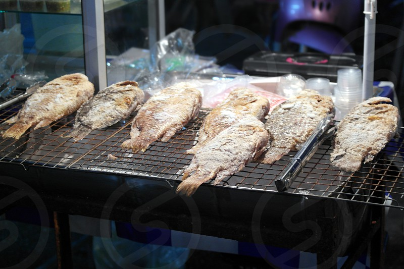 7 fishes grilled near clear plastic cup photo
