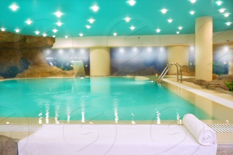spa indoor turquoise saloon water white towel lights ceiling photo