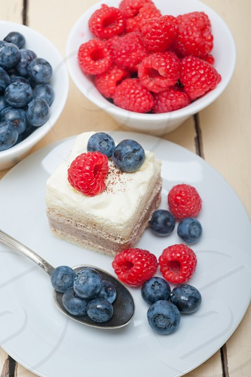 fresh raspberry and blueberry cake photo