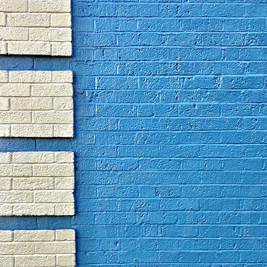 beige and blue hollow blocks wall photo