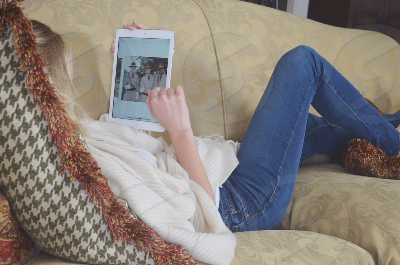 woman wearing blue denim jeans photo