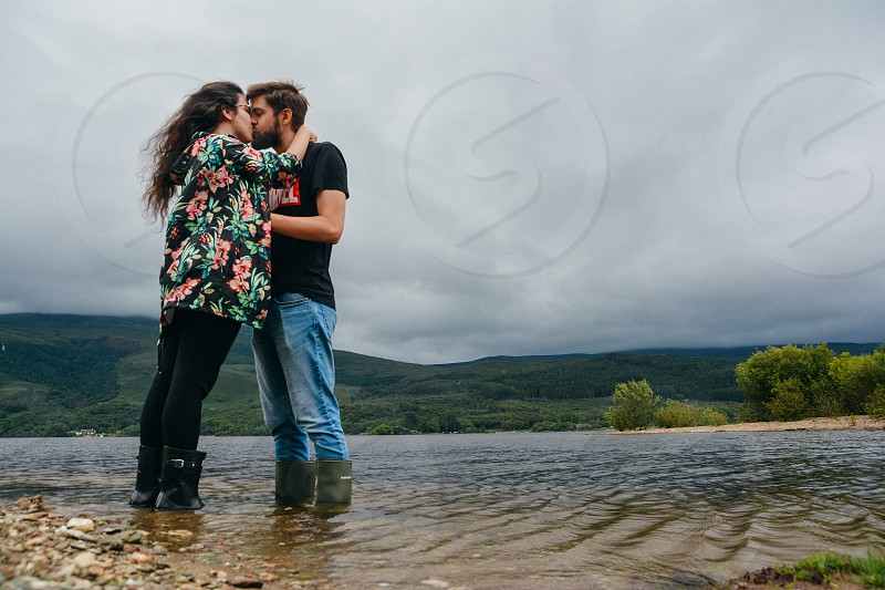 Couple lake photo