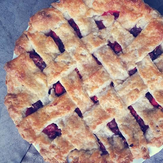 closeup photo of round pie photo