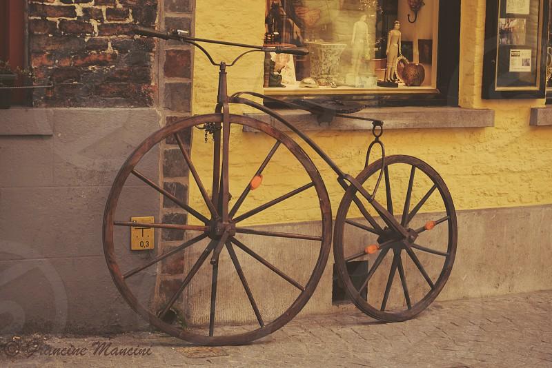Round circle bike wheels Belgium  photo