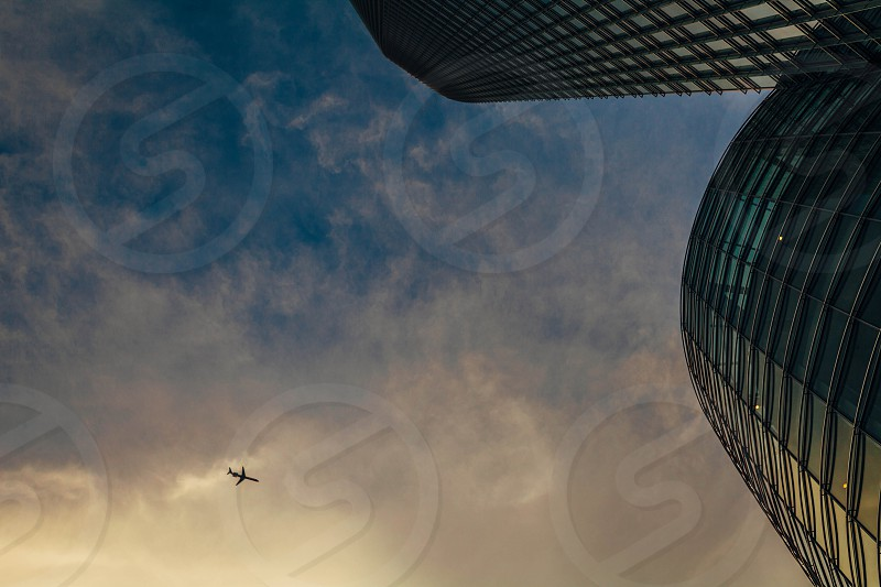 airplane flying in the sky photo