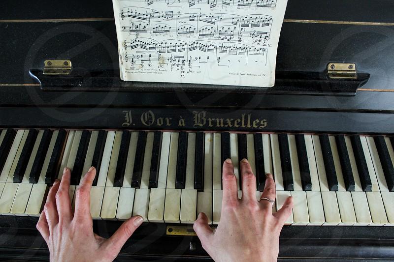 Up shoot piano photo