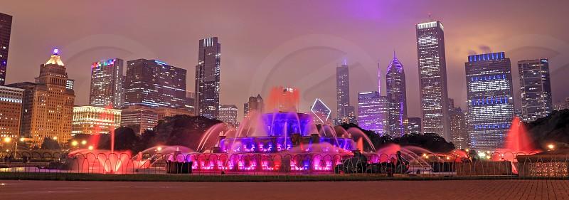 Buckingham Fountain and the Chicago Illinois skyline at night. photo