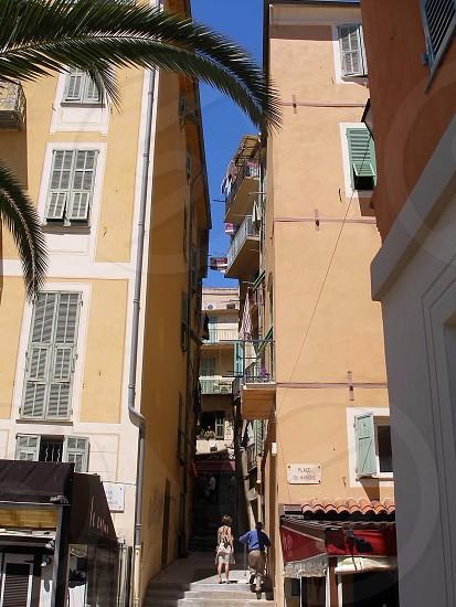 beige 4 story apartment building photo