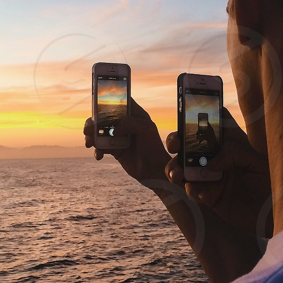 man holding iphone 5s photo