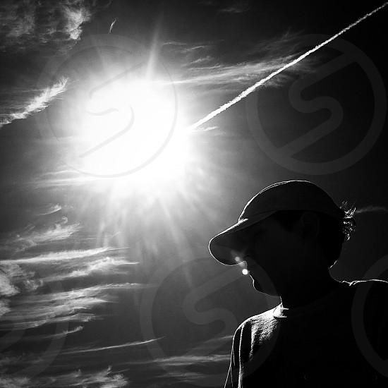men's grey baseball cap photo