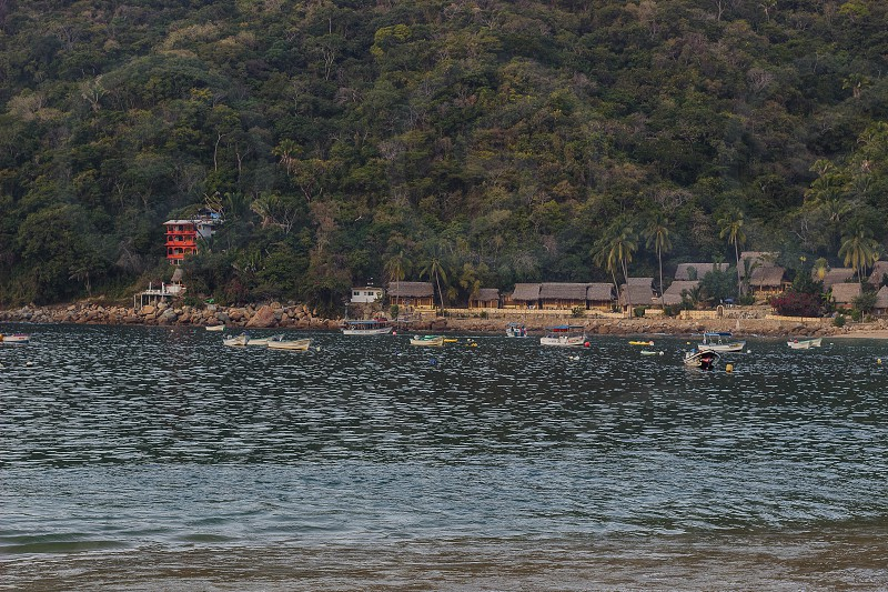 THE ORANGE HOTEL IS CASA BAHÍA BONITA OF THE MOST KNOWN ON THE BEACH OF YELAPA ONE SIDE IS THE HOTEL LAGUNITA ITS ROOMS THEY LOOK LIKE SMALL CABINS. IN FRONT OF THESE HOTELS IS THE PIER WHERE THE AQUATIC TAXIS ARRIVE. photo