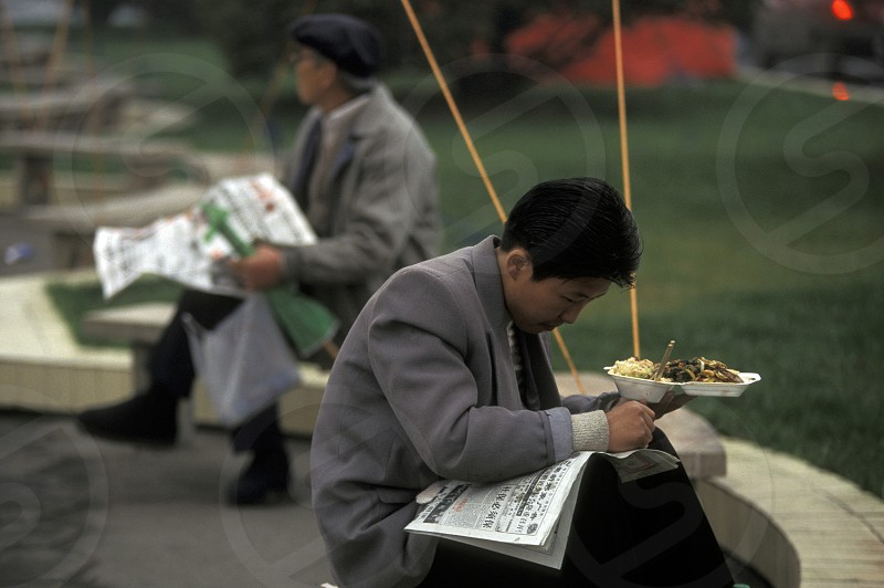 Chinese People reading the newspaper in a park in the city of Chengdu in the provinz Sichuan in centrall China. photo