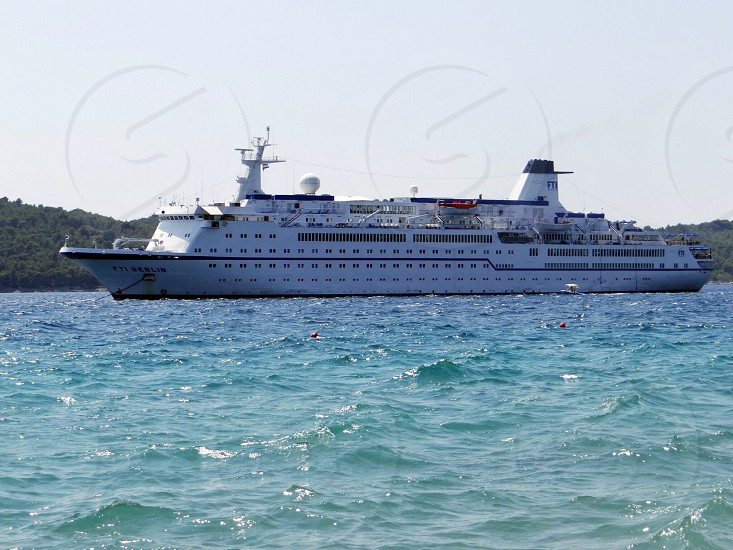white and black cruise ship on sea photo