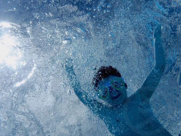 Waterswimbubblesunderwater photo