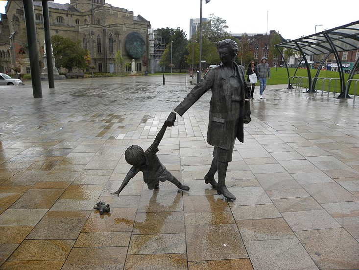 UK. ENGLAND BLACKBURN. Mother and child sculpture on the Boulevard.                            photo