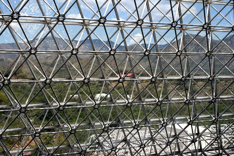 gray metal fence photo