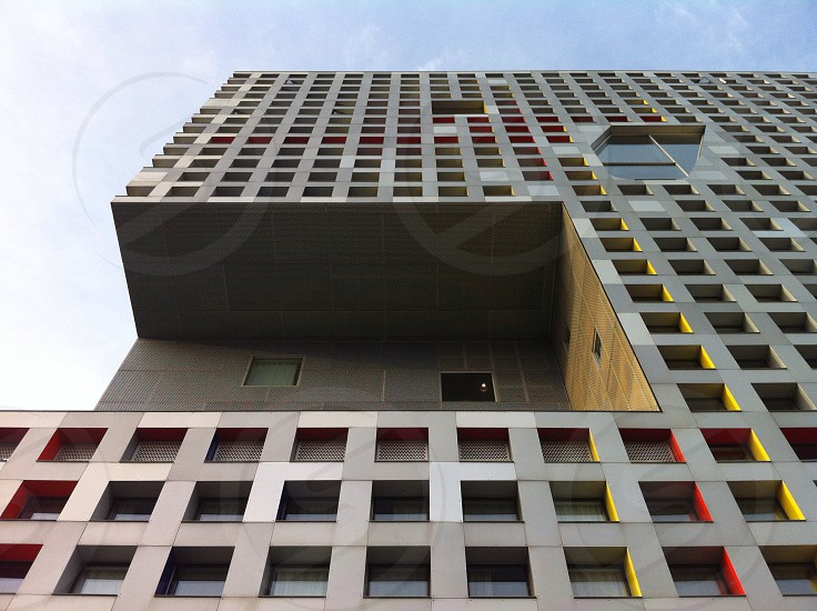 view of gray skyscraper photo