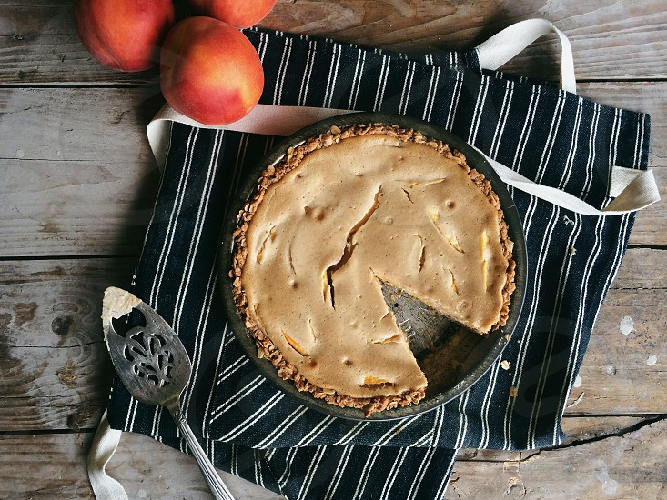 brown sliced pie photo