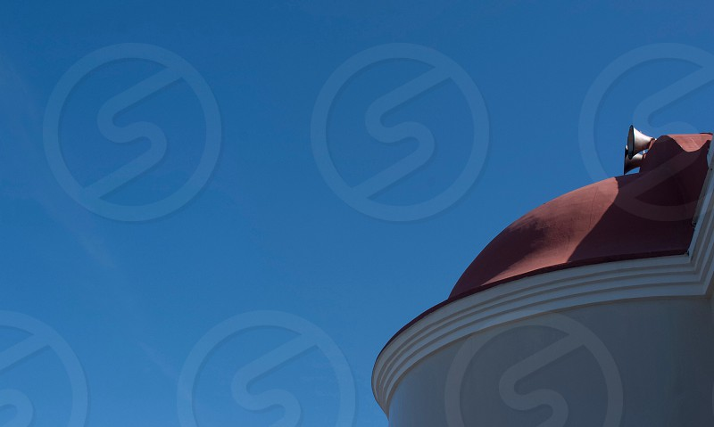 brown dome roof under blue daytime sky photo