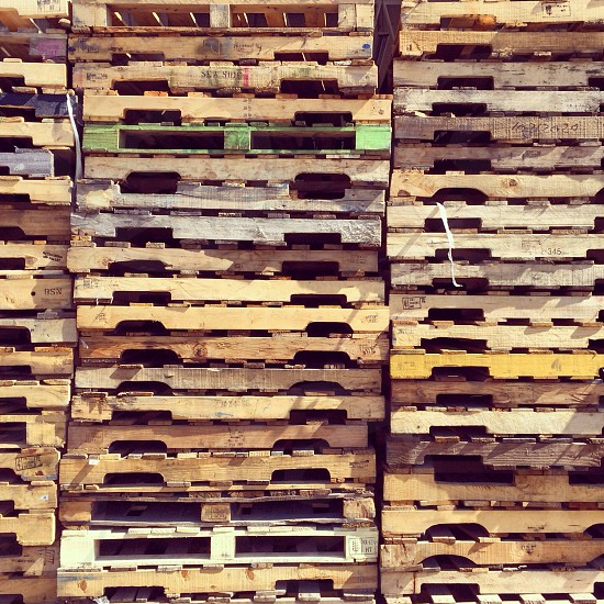 brown wooden crate photo