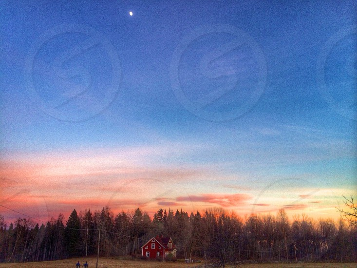 Red house under the Moon photo
