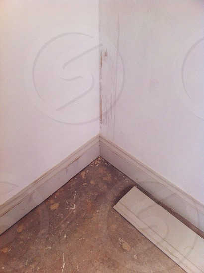 Fitting skirting boards. photo