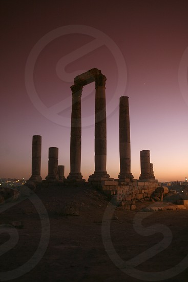 ASIEN NAHER OSTEN JORDANIEN AMMAN UEBERSICHT ZENTRUM  ZITADELLE RUINEDie Ruinenanlage in der Zitadelle auf einem Huegel mitten im Zentrum der Jordanieschen Hauptstadt Amman  im Oktober 2007.  (KEYSTONE/Urs Flueeler)  photo