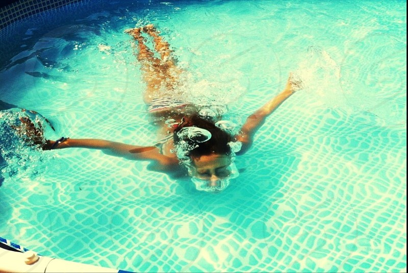 woman swimming the pool photo