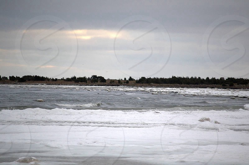 ocean and grey sky view photo