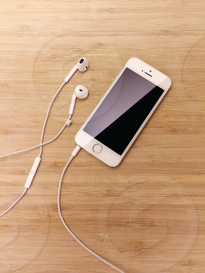white iphone 4s photo