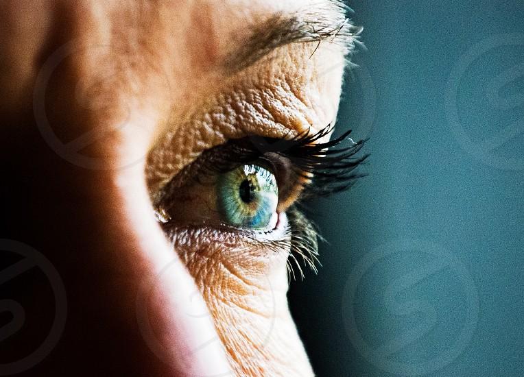 woman's black eyelashes photo