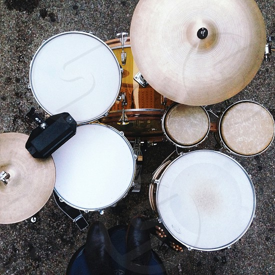 white and brown drum set photo