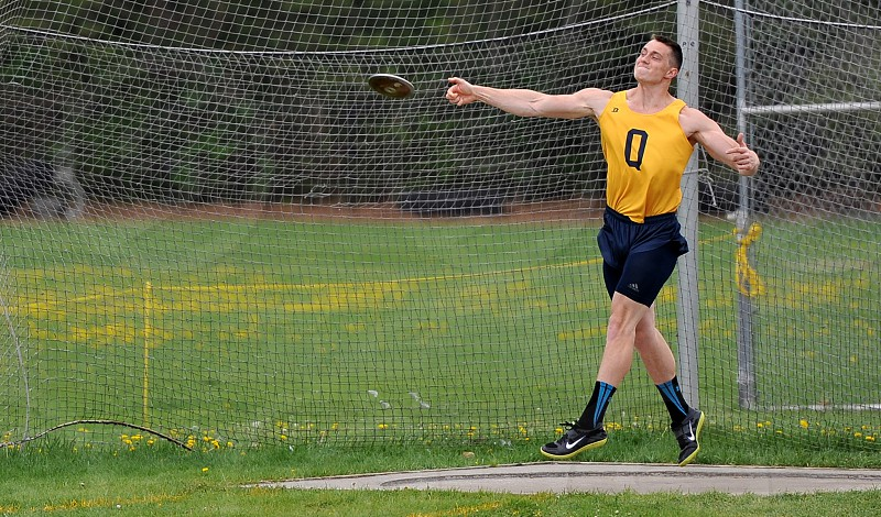 Discus thrower Athlete in action photo