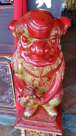 red and golden japanese lion statuette photo