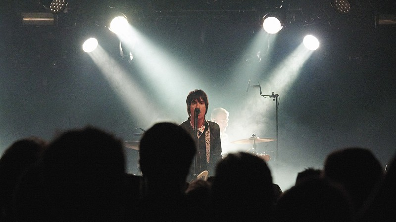 Johnny Marr live on stage photo