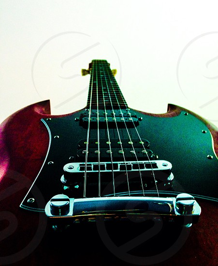 maroon and black electric guitar photo