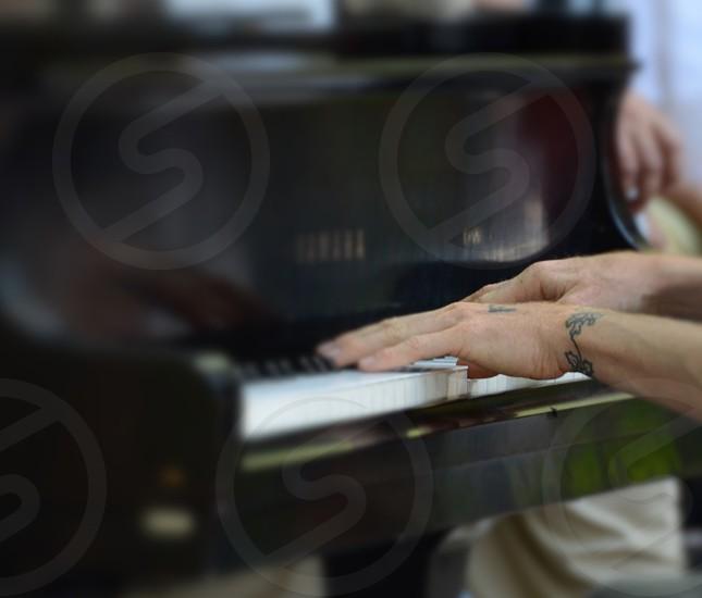black yamaha piano photo