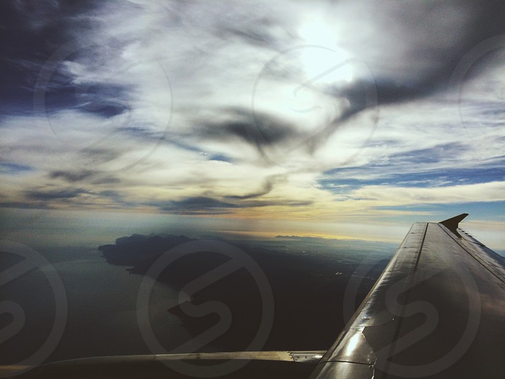 grey airplane wing photo