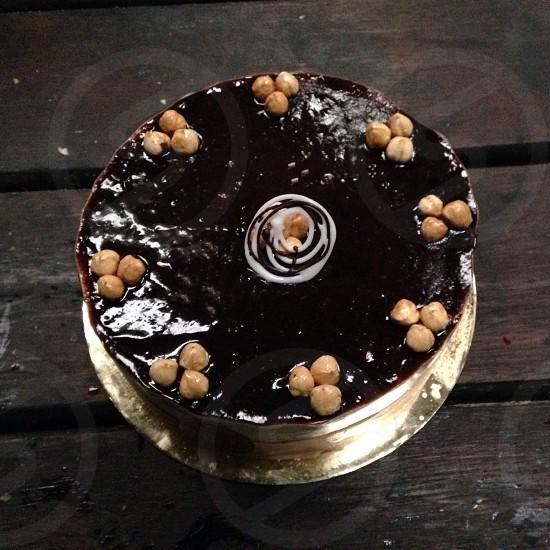 round chocolate cake photo