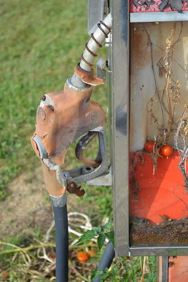 brown and black pump handle photo