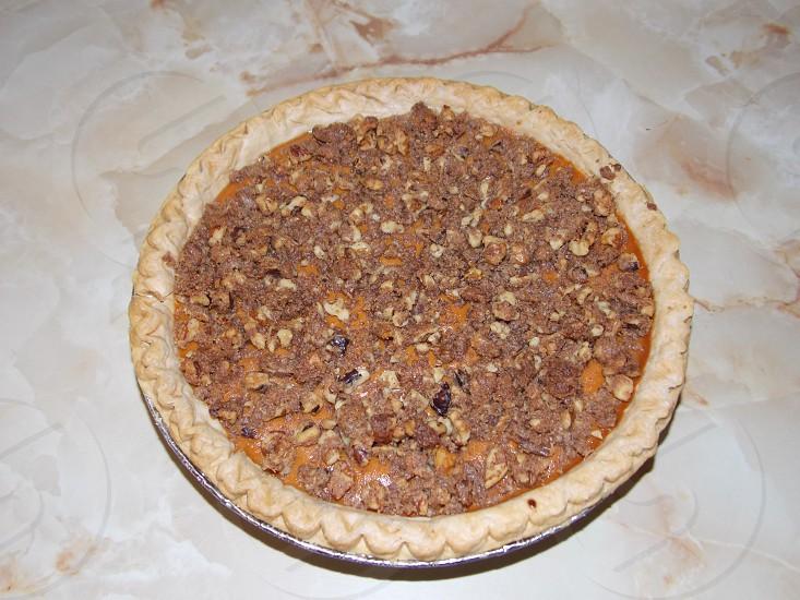 brown round pie photo