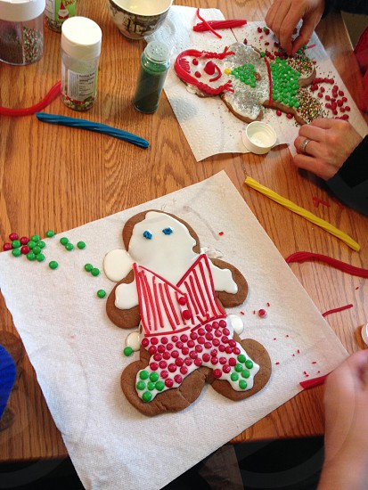 Making gingerbread people with the family a holiday tradition photo