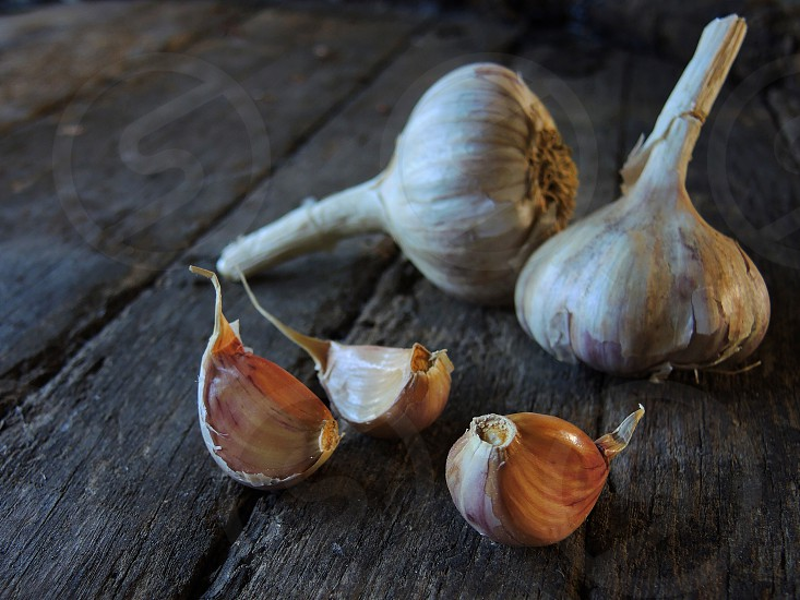 brown and white garlic cloves photo